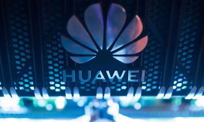 Huawei vẫn mua chip của bên thứ ba nhưng chủ yếu cho dòng smartphone giá rẻ và tầm trung. Ảnh: Bloomberg.