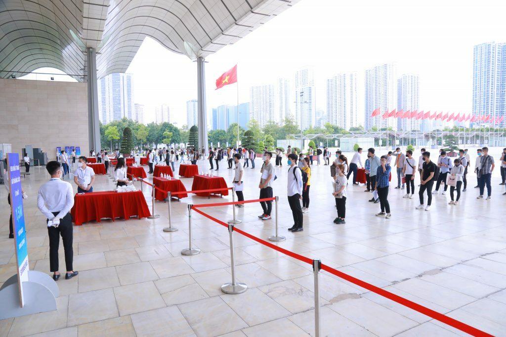 Hơn 2.000 ứng viên tham gia dự thi vào Samsung Việt Nam ngày 20/6. Ảnh: Samsung Newsroom