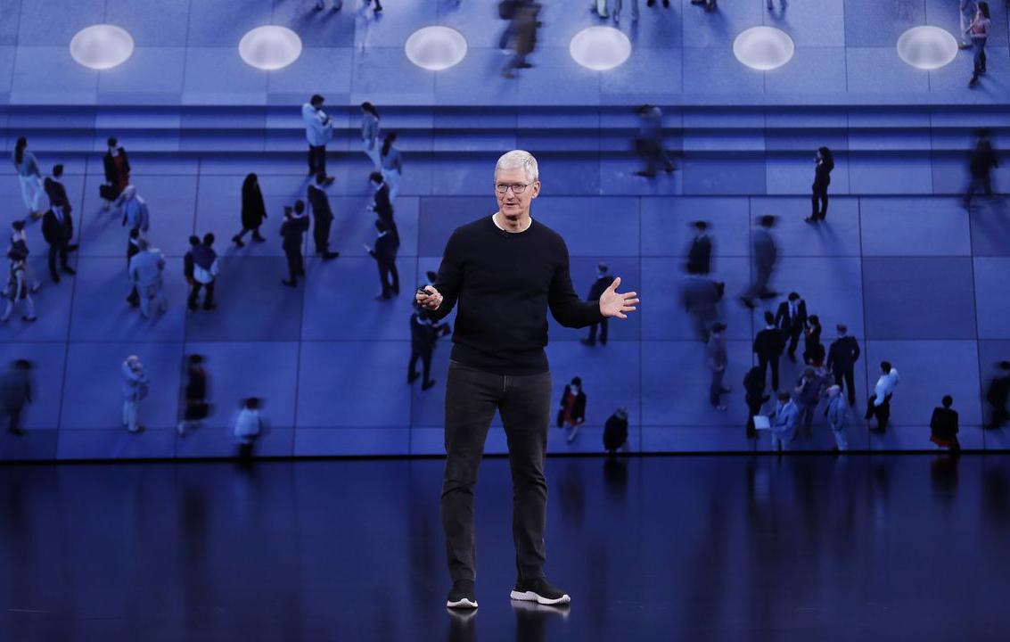Tim Cook không ít lần ám chỉ việc giảm phụ thuộc vào iPhone. Ảnh: Shutterstock.