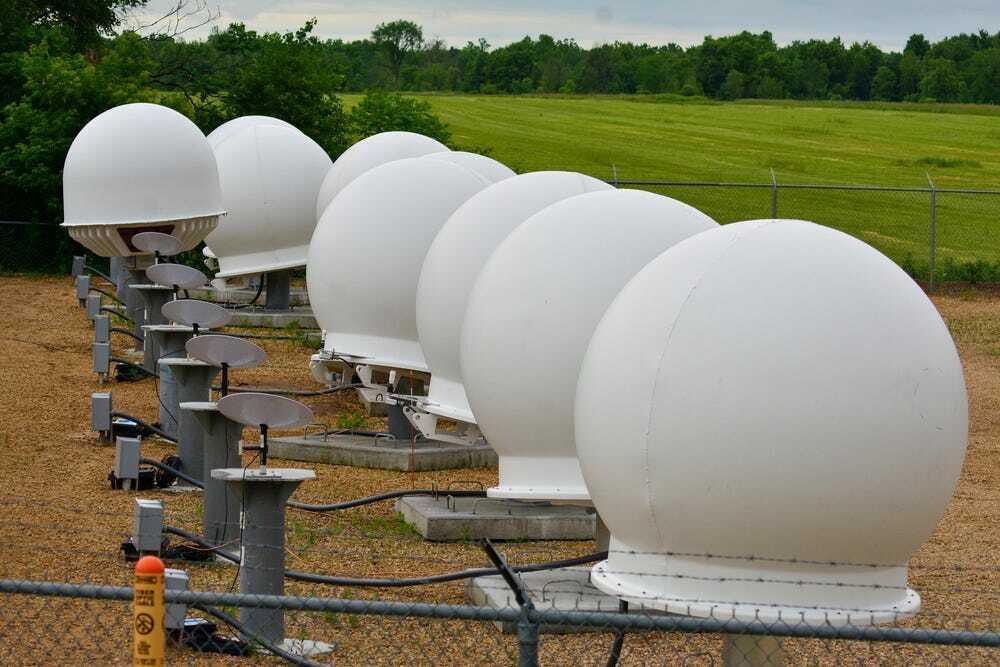Các bộ thu Internet vệ tinh kiểu dáng đĩa bay xuất hiện trong một khu thử nghiệm của SpaceX ở Mỹ. ẢnH: darkpenguin22.