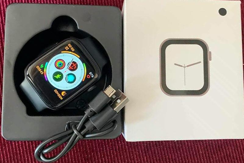 Mẫu đồng hồ thông minh nhái Apple Watch series 5 được bán với giá 300.000 đồng.