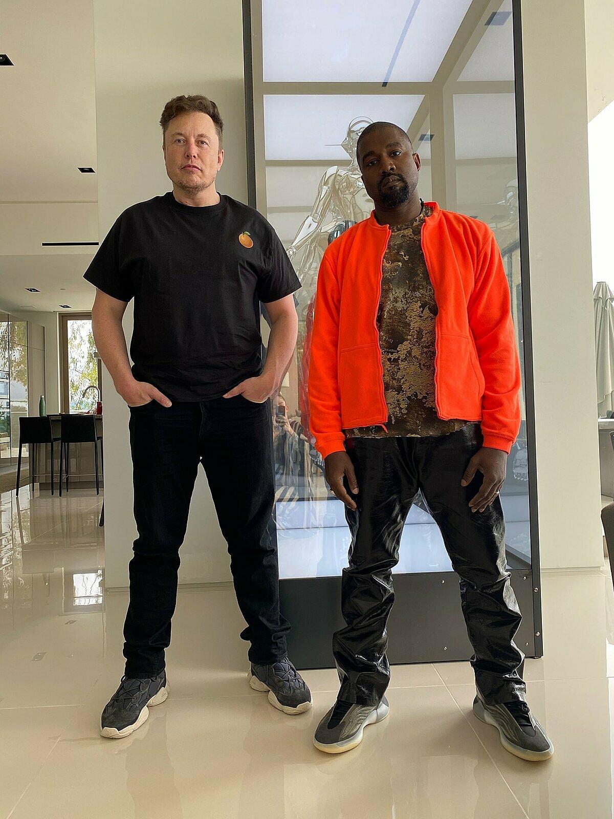 Tỷ phú Elon Musk và rapper Kanye West là bạn bè thân thiết từ nhiều năm trước. Ảnh: Ye.