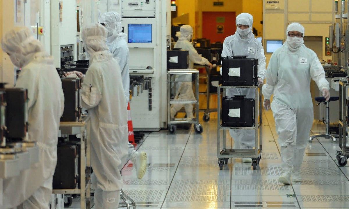 Bên trong nhà máy chip bán dẫn của SMIC. Ảnh: Xinhua.
