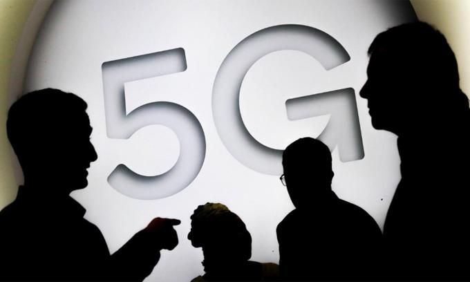 Huawei đang gặp nhiều khó khăn khi triển khai 5G. Ảnh: Reuters.