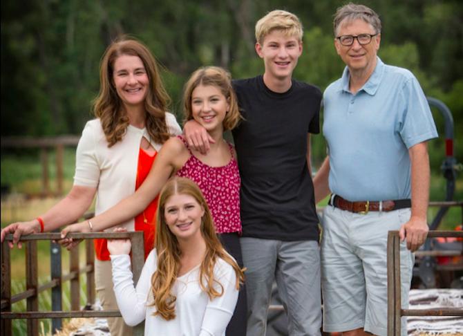 Bức ảnh gia đình được Bill Gates đăng trên Facebook năm 2017.