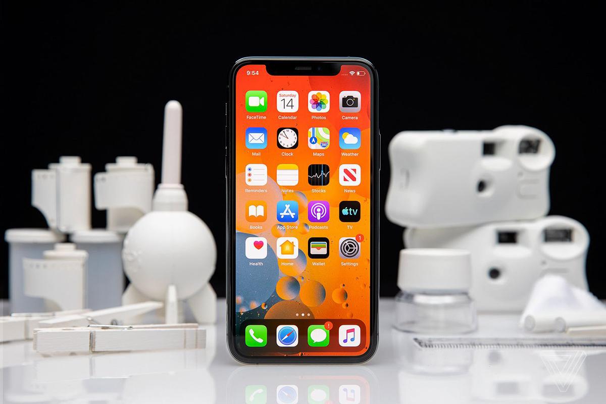 iPhone 12 sẽ bán ra muộn. Ảnh: The Verge.