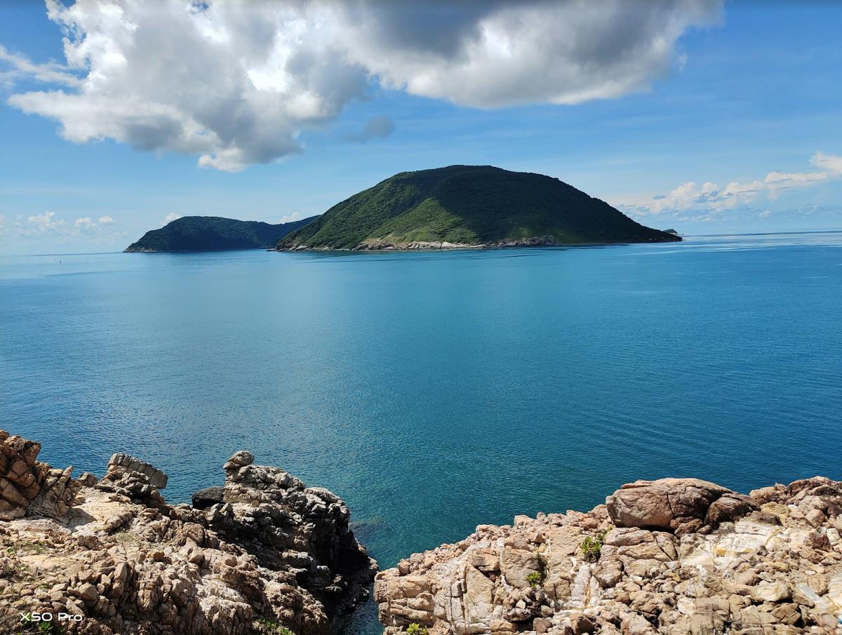 Buổi sáng bình yên ở Côn Đảo với camera Gimbal của vivo X50 Pro. Nếu ghi hình trong những chuyến du lịch là một điều vất vả khi phải đối mặt với nhiều địa hình và điều kiện khác nhau, vivo X50 Pro sẽ là thiết bị phù hợp. Ảnh: Nguyễn Độc Lập