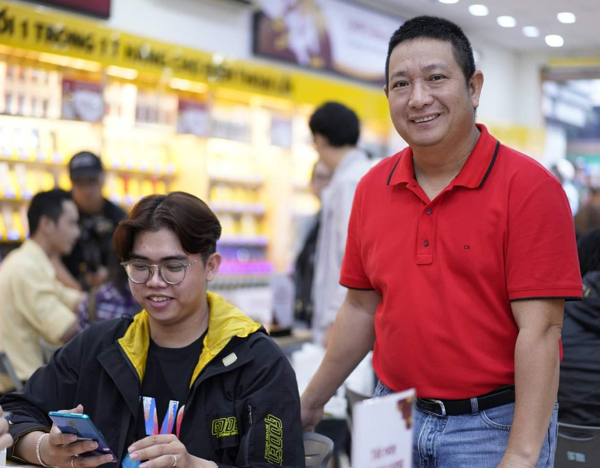 Ông Phùng Ngọc Tuyên, Giám đốc ngành hàng Viễn thông Di động, Tập đoàn Thế giới Di động trong ngày ra mắt bộ đôi Reno4 Series.