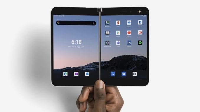 Surface Duo gồm hai màn hình ghép lại. Ảnh: Microsoft.