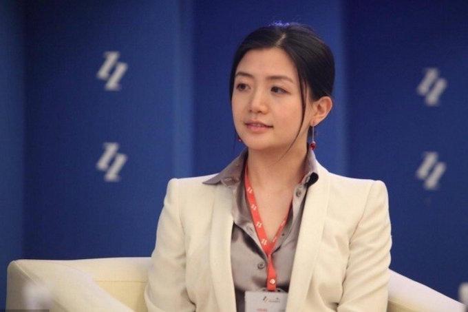 Li Ying được cho là vẫn độc thân và mê siêu xe. Ảnh: Eastday.