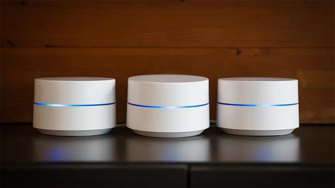 Một bộ Google WiFi hồm ba node.