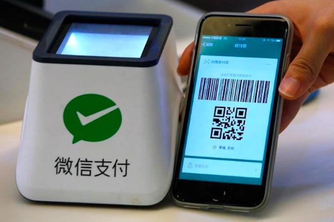 WeChat không chỉ là dịch vụ nhắn tin mà còn là nền tảng thương mại điện tử. Ảnh: Reuters.