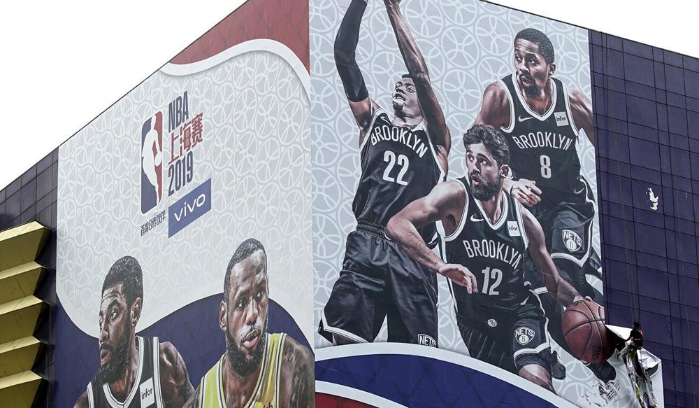 Một biển quảng cáo giải đấu NBA tại Thượng Hải, Trung Quốc. Ảnh: AP.
