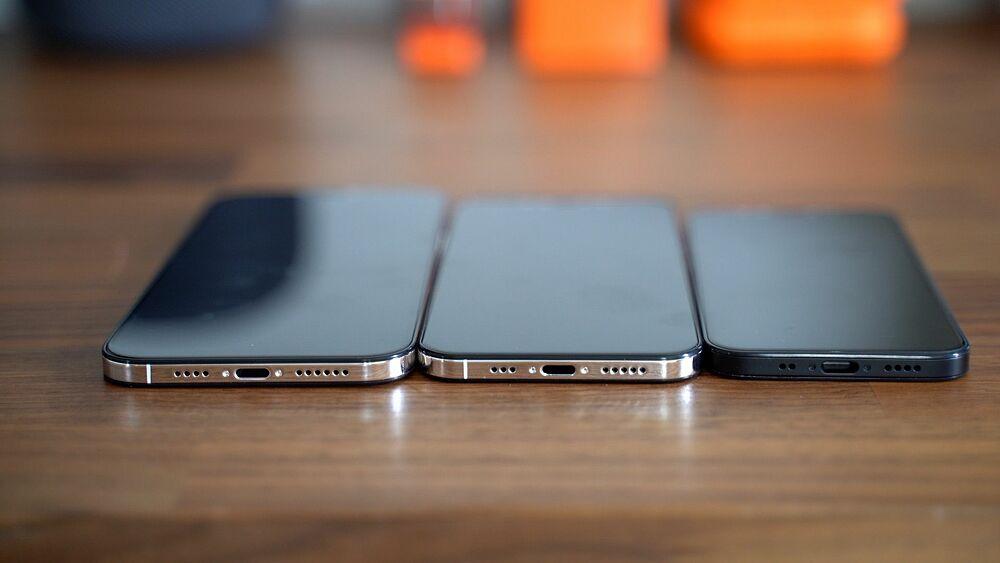 Thiết kế iPhone 12 gợi nhớ iPhone 5. Ảnh: MacRumors