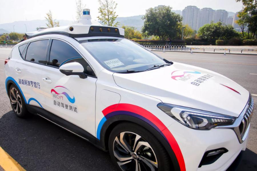 [Một chiếc xe tự lái của Hunan Apollo Intelligent Transportation. Ảnh: Chinadaily.