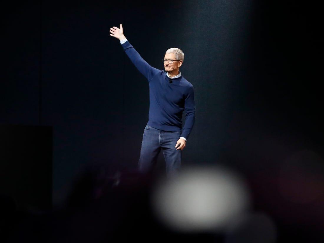 Tim Cook, CEO Apple, trong một sự kiện của hãng. Ảnh: Reuters.