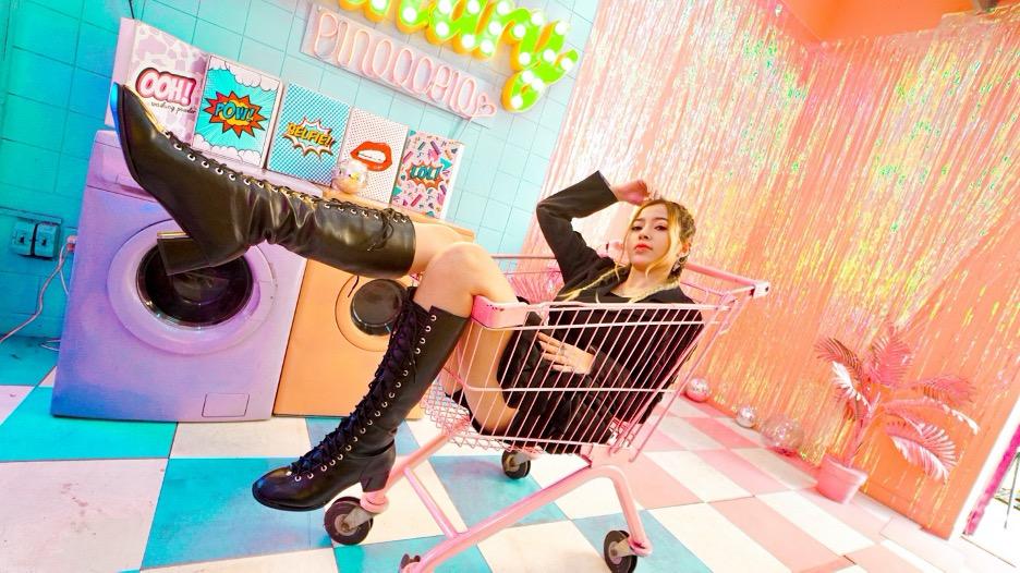 Linh Barbie_nhà sáng tạo nội dung đầu tiên của Việt Nam cán mốc 10 triệu người theo dõi tài khoản.