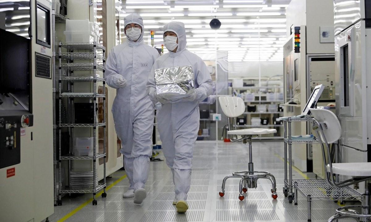Bên trong cơ sở thử nghiệm chip của NNC. Ảnh: Reuters.