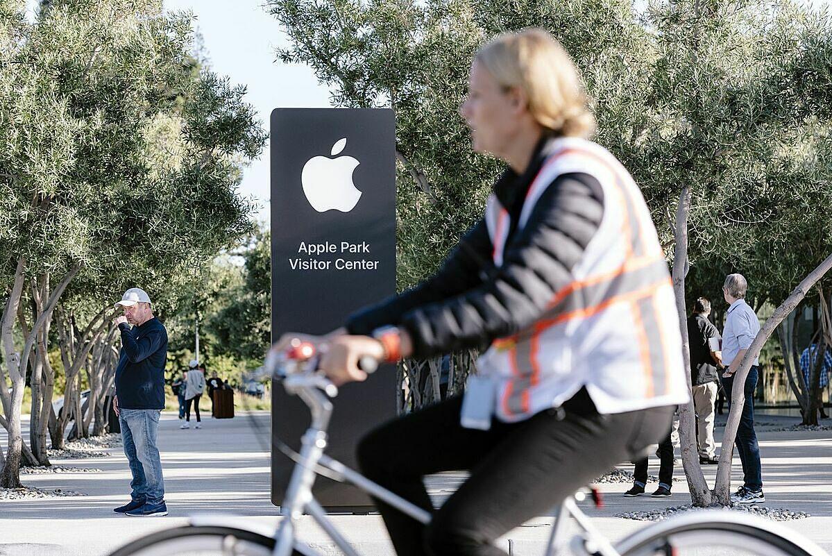 Những công ty công nghệ lớn như Google, Apple, Facebook từ lâu đã ý thức được tầm quan trọng của văn phòng làm việc, nhưng đại dịch đã khiến các kỹ sư phải thay đổi môi trường làm việc. Ảnh: Bloomberg.