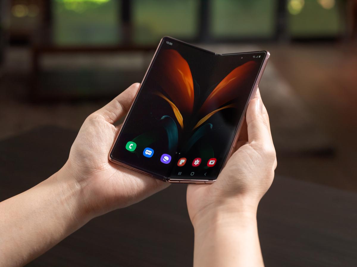 Màn hình của Galaxy Z Fold 2 áp dụng công nghệ kính gập siêu mỏng tạo độ bền cao. Ảnh: Samsung.