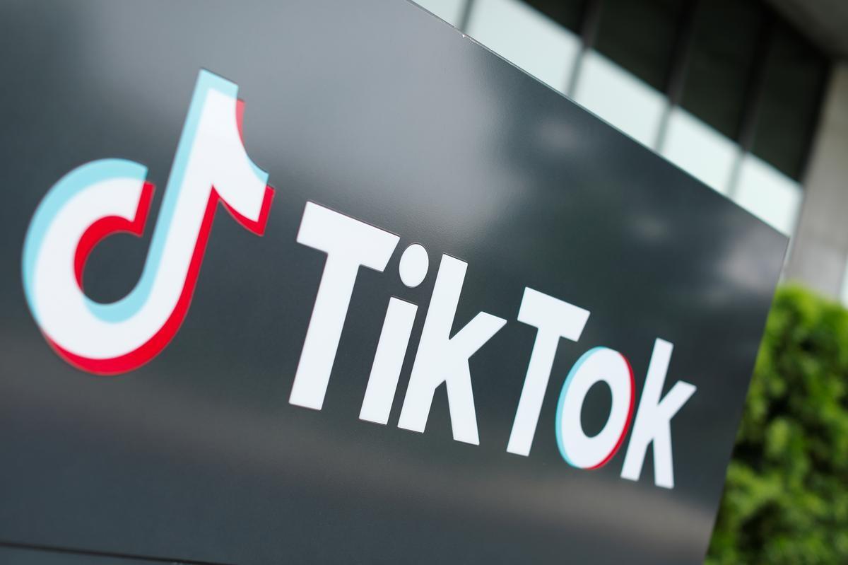 Logo TikTok bên ngoài văn phòng tại thành phố Culver, California. Ảnh: AFP.