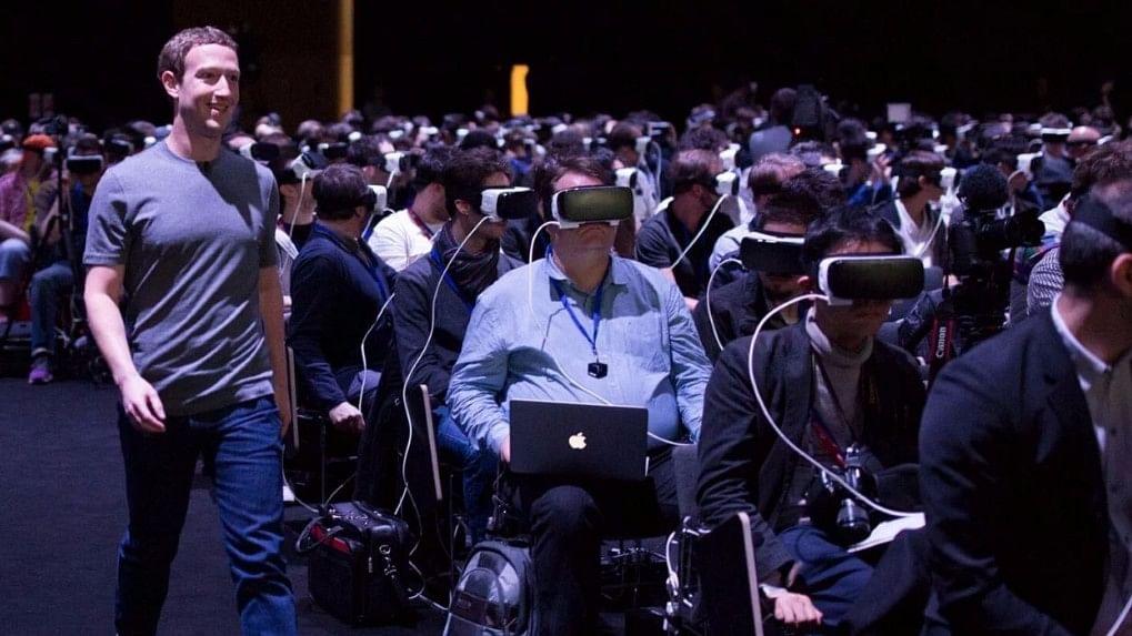 Mark Zuckerberg xuất hiện tại sự kiện F8 năm 2017 để trình diễn về tương lai của thực tế ảo. Ảnh: Business Insider.