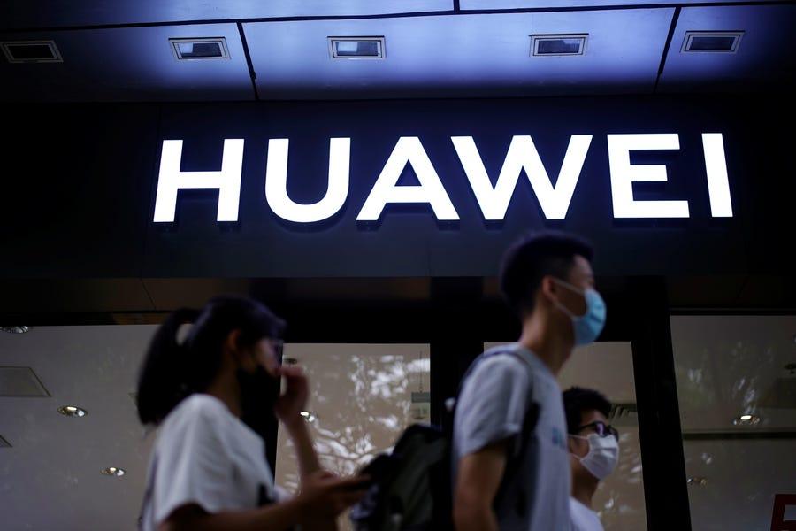 Một cửa hàng của Huawei ở Thượng Hải, Trung Quốc. Ảnh: Reuters.