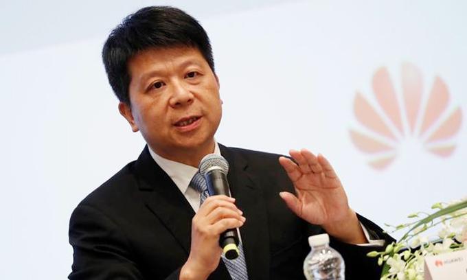 Guo Ping, Chủ tịch luân phiên của Huawei, trả lời báo chí tại sự kiện Huawei Connect. Ảnh: Reuters.