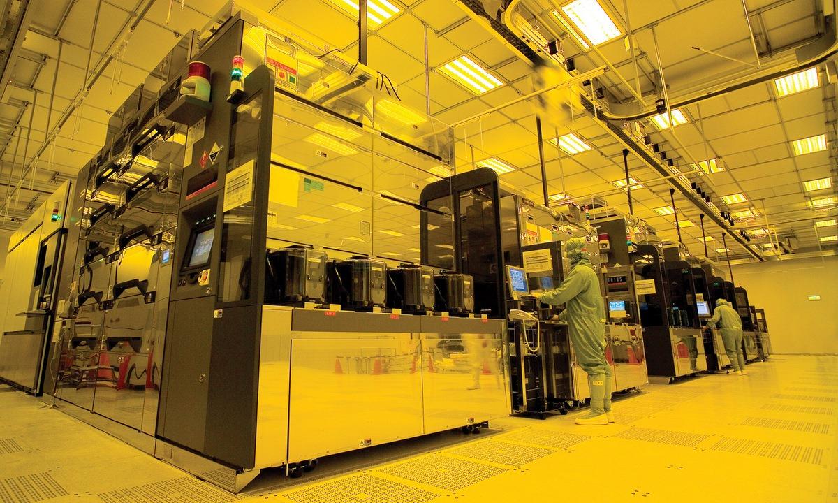 Bên trong nhà máy sản xuất chip của TSMC. Ảnh: Reuters.
