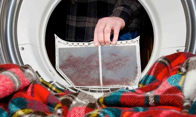 Máy sấy cần vệ sinh bụi vải thường xuyên.