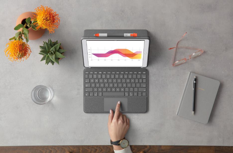 Bàn di chuột tích hợp sẵn trên Combo Touch 2020 giúp trải nghiệm sử dụng linh hoạt và nhanh chóng.