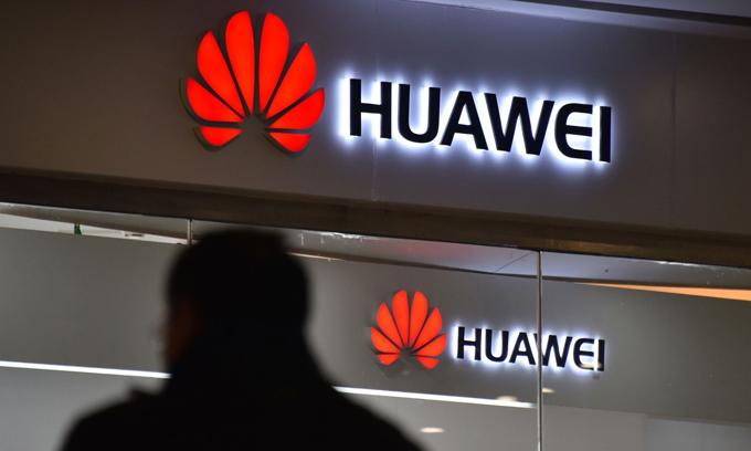 Huawei nhiều lần phủ nhận cáo buộc liên quan tới thiết bị mạng 5G của hãng. Ảnh: AFP.