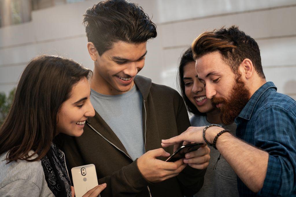 Smartphone đáp ứng các nhu cầu giải trí.