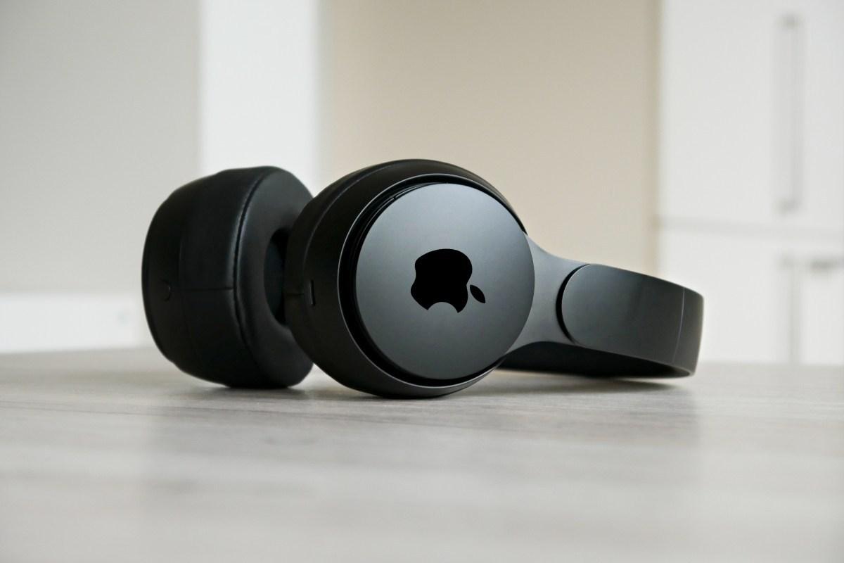 Tai nghe AirPods Studio có thể ra mắt cùng iPhone 12. Ảnh: MobileFlip.