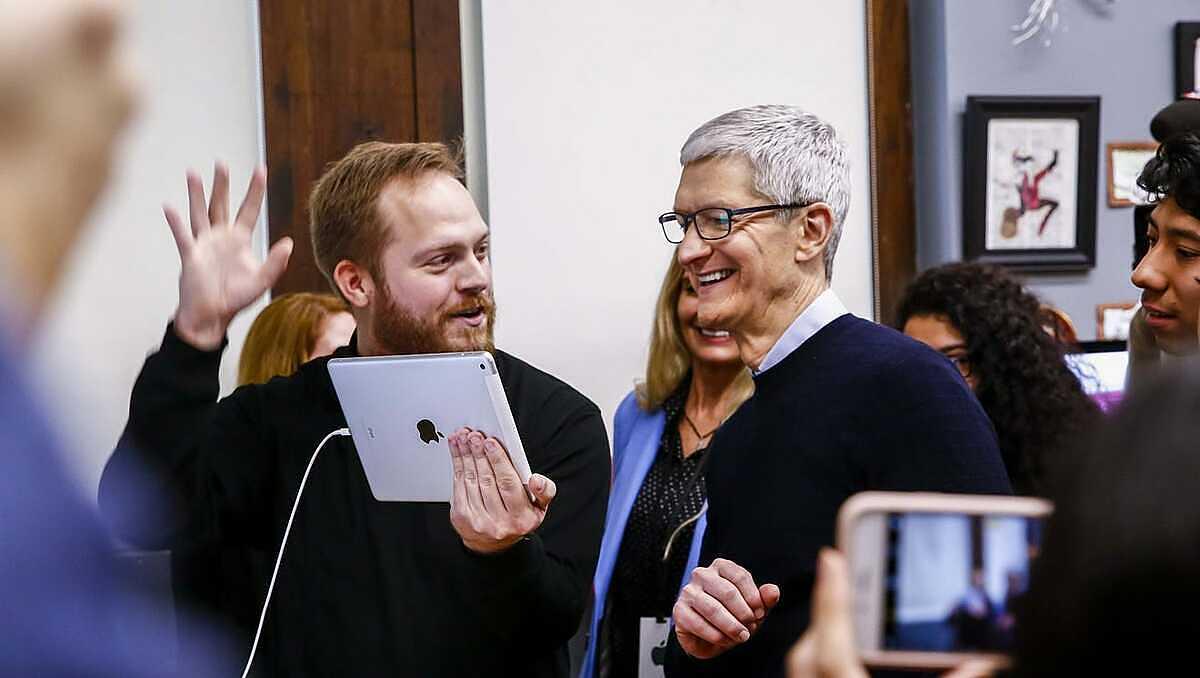 iPad dưới thời Tim Cook không còn là thiết bị màn hình lớn như Jobs theo đuổi từ đầu. Ảnh: USA Today.