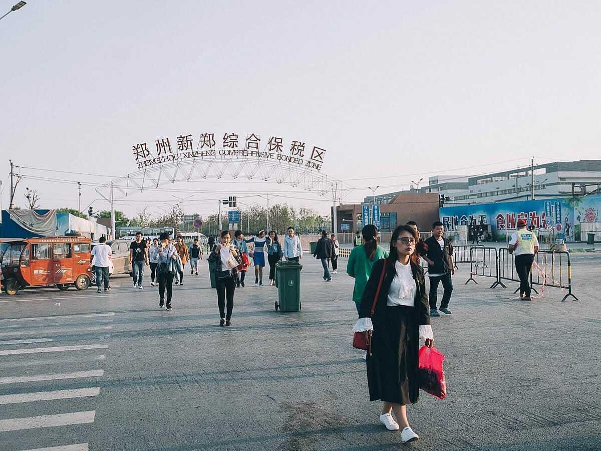 Foxconn Trịnh Châu là nhà máy lắp ráp iPhone lớn nhất thế giới. Ảnh: Business Insider.