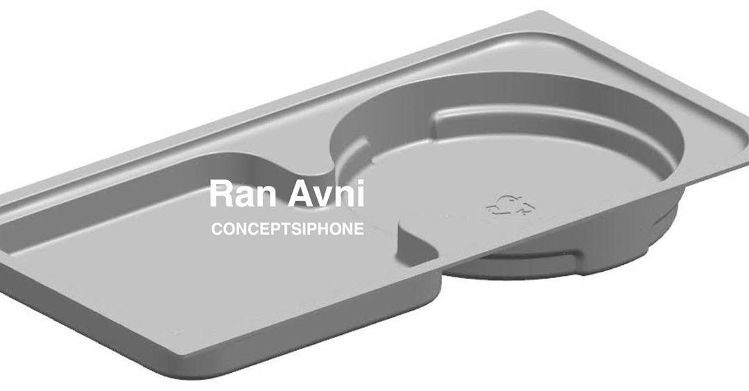 Khay đựng được cho là của hộp iPhone 12. Ảnh: Ran Avni.