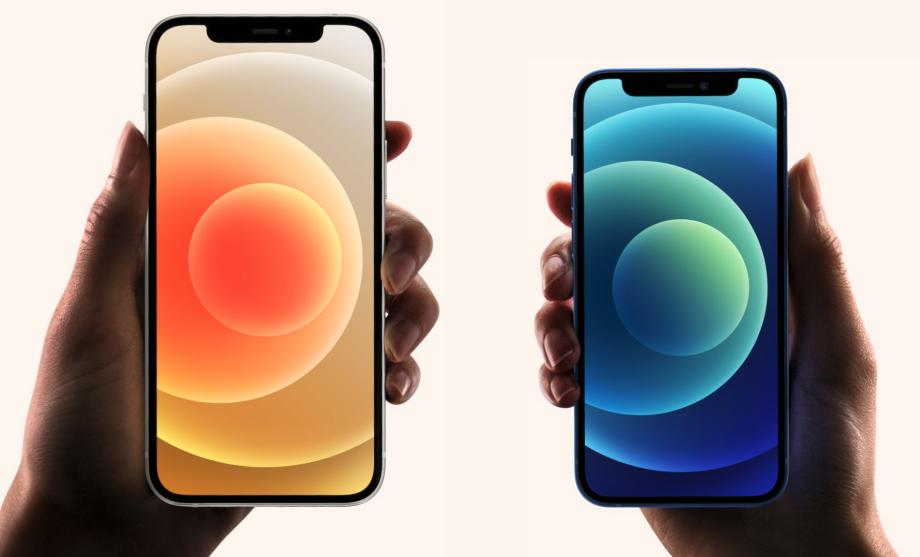 iPhone 12 mini (bên phải) có màn hình 5,4 inch còn iPhone 12 (bên phải) có màn hình 6,1 inch.