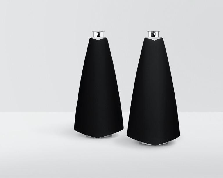 Trong khi đó, Beolab 20 được trang bị hệ thống âm thanh toàn dải với củ loa trầm, trung & cao. Nhà sản xuất tích hợp 4 bộ khuếch đại tổng công suất 640W cho sản phẩm này.
