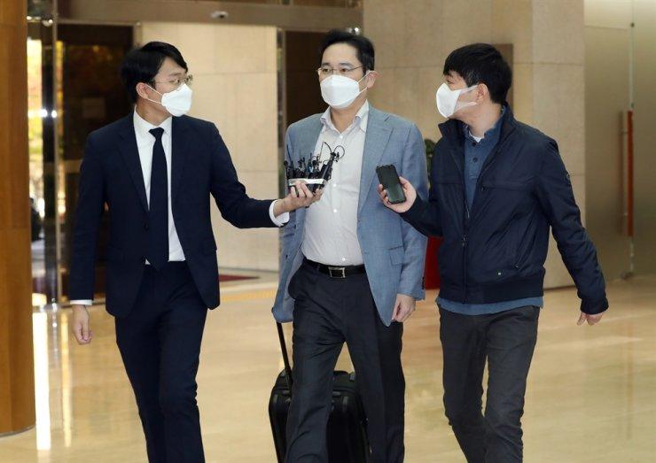Ông Lee Jae-yong chuẩn bị khởi hành đến Việt Nam ngày 19/10. Ảnh: Yonhap.