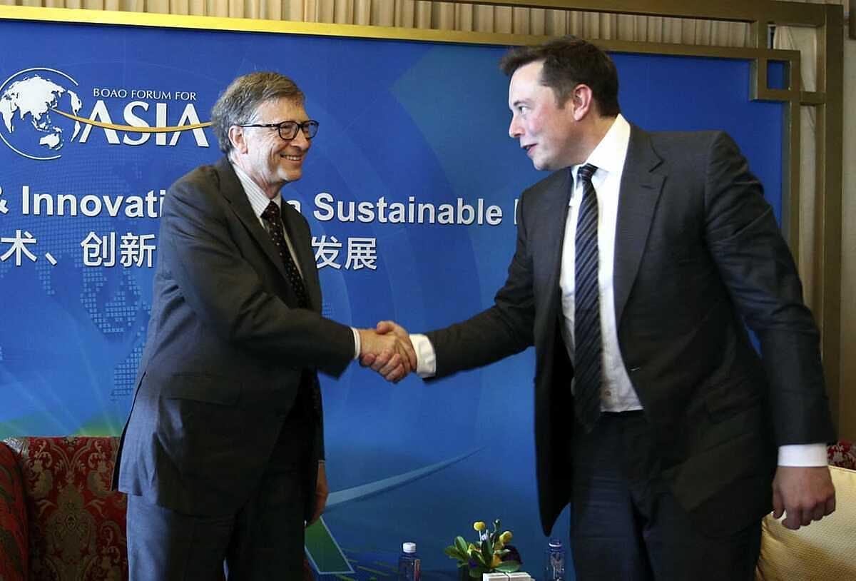 Bill Gate và Elon Musk gặp nhau tại diễn đàn Boao Forum For Asia Annual Conference năm 2015. Ảnh: AP.