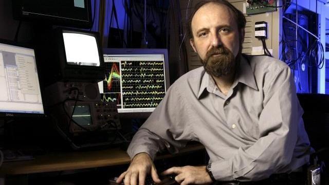 Giáo sư, bác sĩ Miguel Nicolelis là một trong những nhà khoa học tiên phong trong giao diện não - máy tính. Ảnh: Actu.
