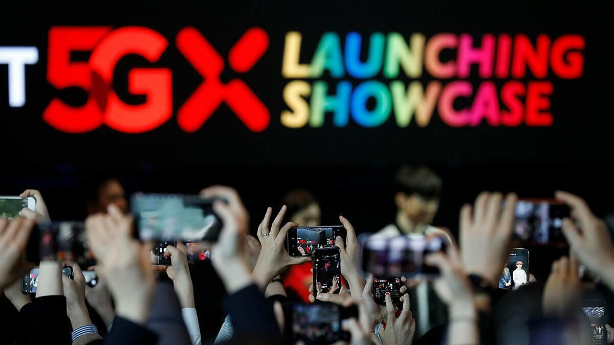 Hàn Quốc là quốc gia đầu tiên trên thế giới thương mại hoá 5G vào tháng 4/2019. Ảnh: Reuters.
