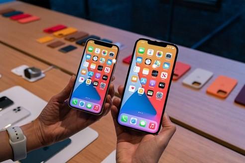 iPhone 12 Pro Max là phiên bản iPhone màn hình lớn nhất từ trước đến nay của Apple. Ảnh: The Verge.
