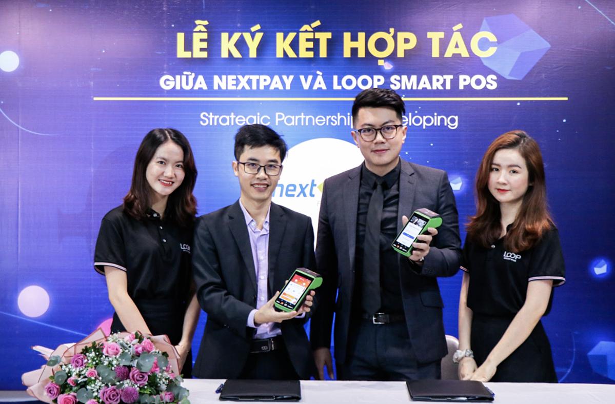 ông Nguyễn Hữu Tuất, CEO của Nextpay (thứ hai từ trái qua) và ông Alvin Koh - CEO/Co-Founder của LOOP Smart POS tại sự kiện.