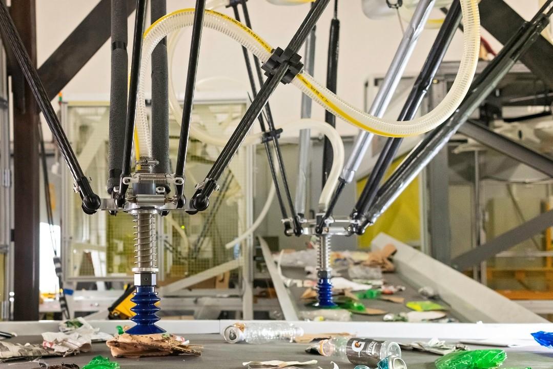 Robot của AMP có khả năng phân loại 80 mảnh vật liệu một phút, gấp đôi năng suất của con người. Ảnh: Forbes.