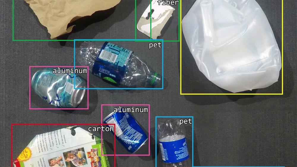 Horowitz sử dụng AI để dạy robot cách nhận biết đồ vật dựa trên màu sắc, hình dạng, kết cấu và logo. Ảnh: Forbes.