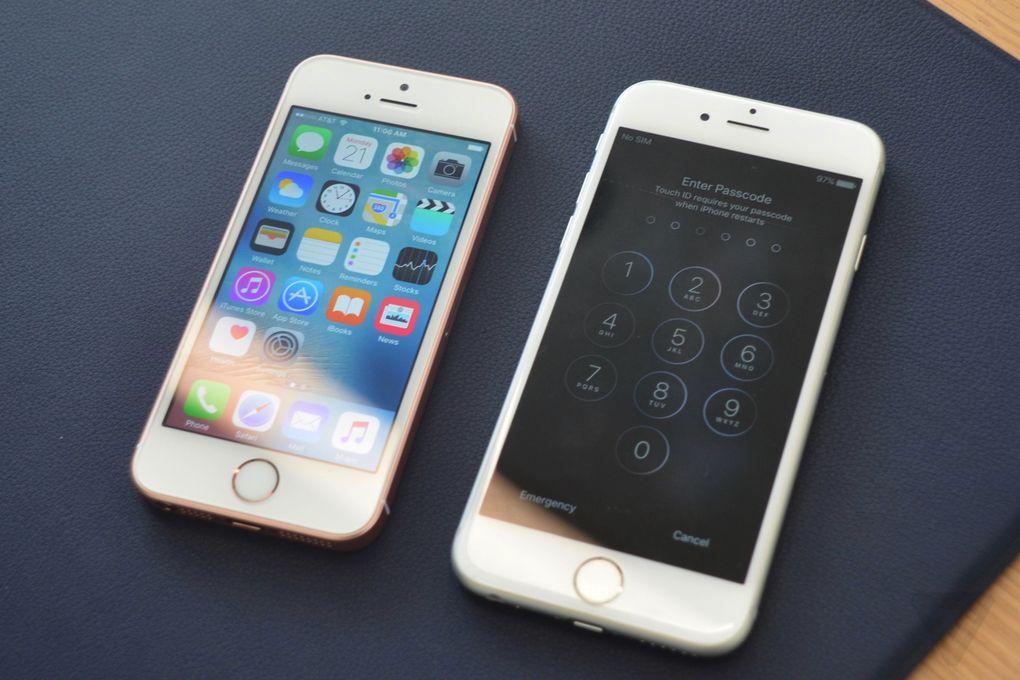 iPhone SE đời đầu (trái) và iPhone 6s (phải).