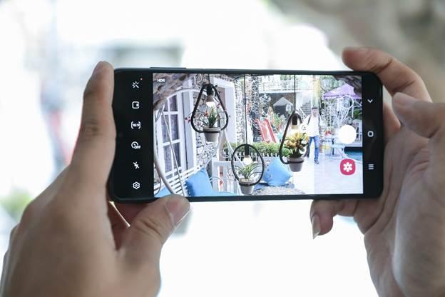 Galaxy M51 đáp ứng nhu câu cầu của giới trẻ mê chụp ảnh với bộ 5 camera. Ảnh: Samsung.