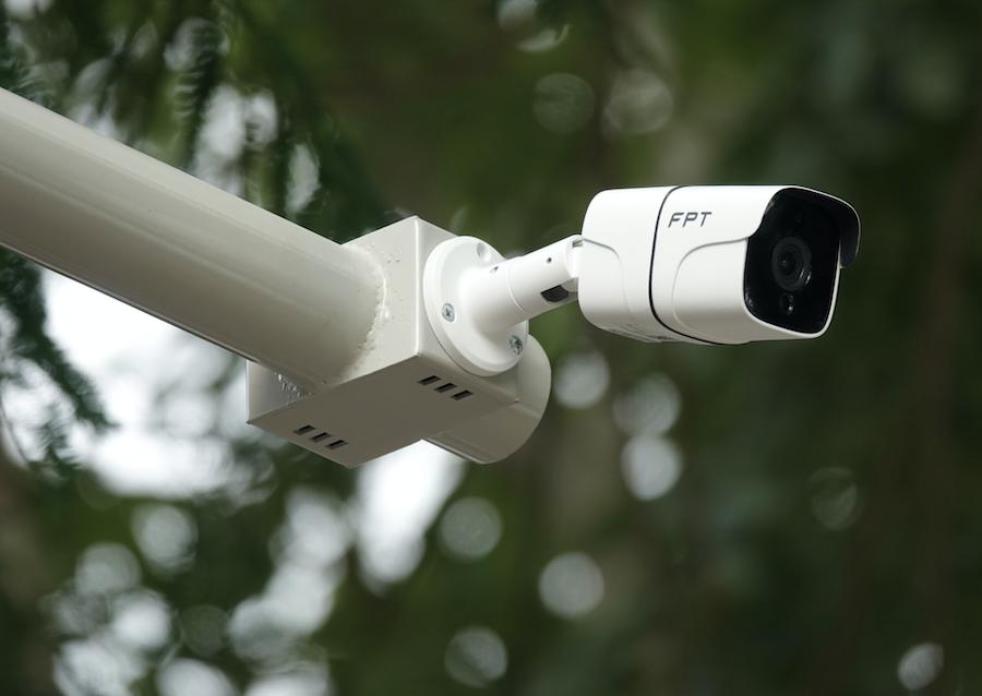 Camera FPT có góc quan sát 106 độ, ghi hình hồng ngoại và chống nước tốt.